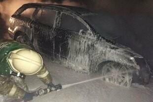 В центре Ульяновска на выходных горел автомобиль «Форд Фокус» , фото-1