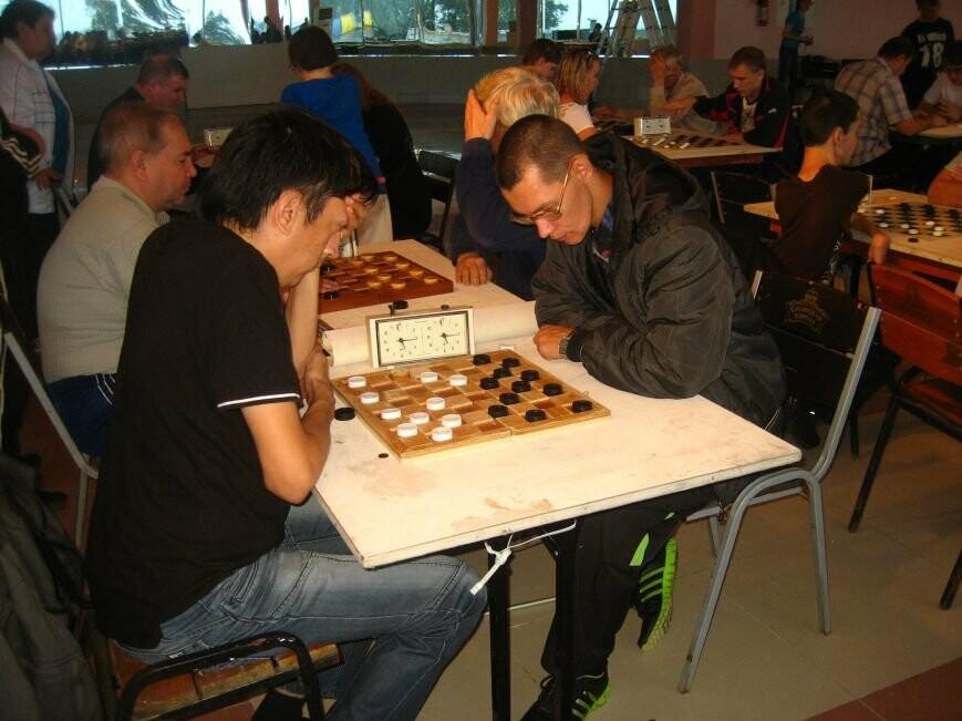 эмиль галиев играет белыми и выигрывает
