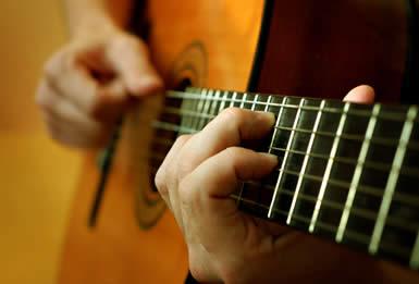 Фильмы онлайн обучаю игре на гитаре