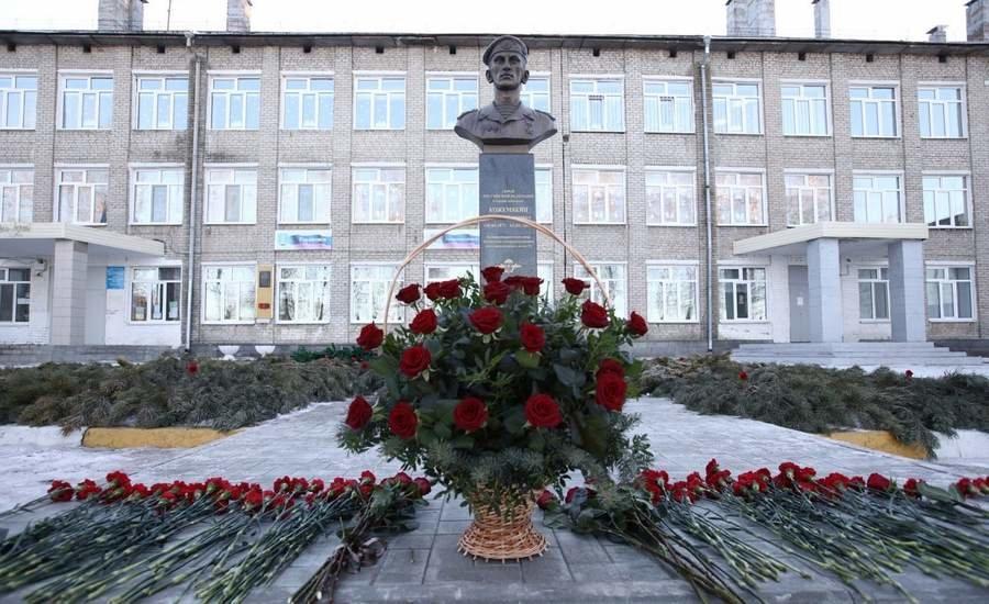 Памятник Герою России Дмитрию Кожемякину открыт в День героев Отечества в Ульяновске, фото-1