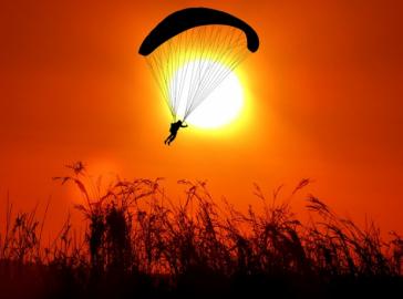 В Ульяновске погиб парашютист-спасатель при выполнении тренировочных прыжков , фото-1