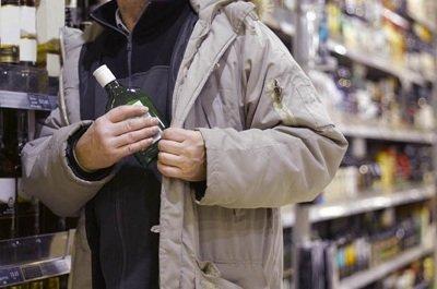 В Ульяновске бутылку коньяка украли двое безработных мужчин, фото-1